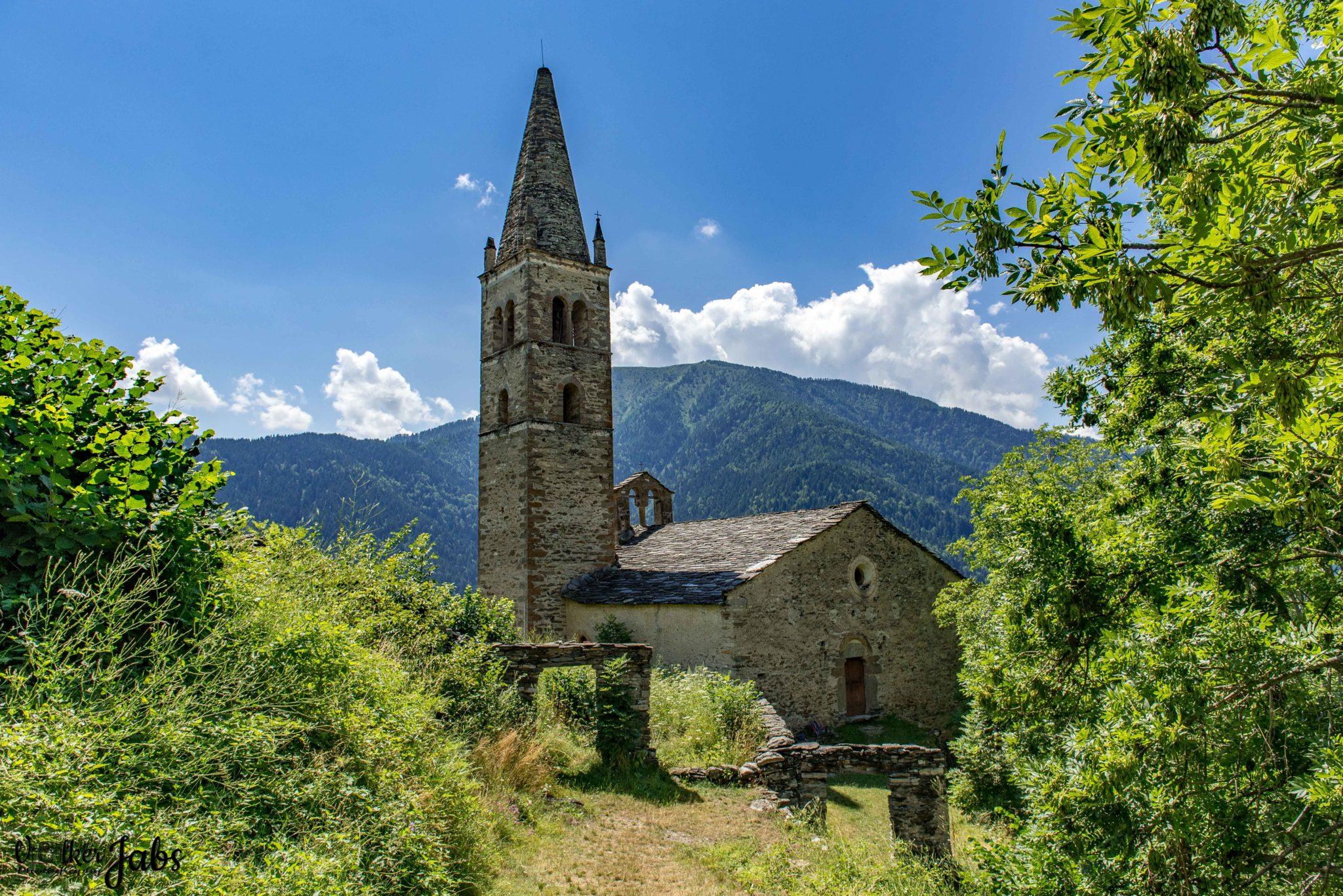 Kirche im Mittagslicht