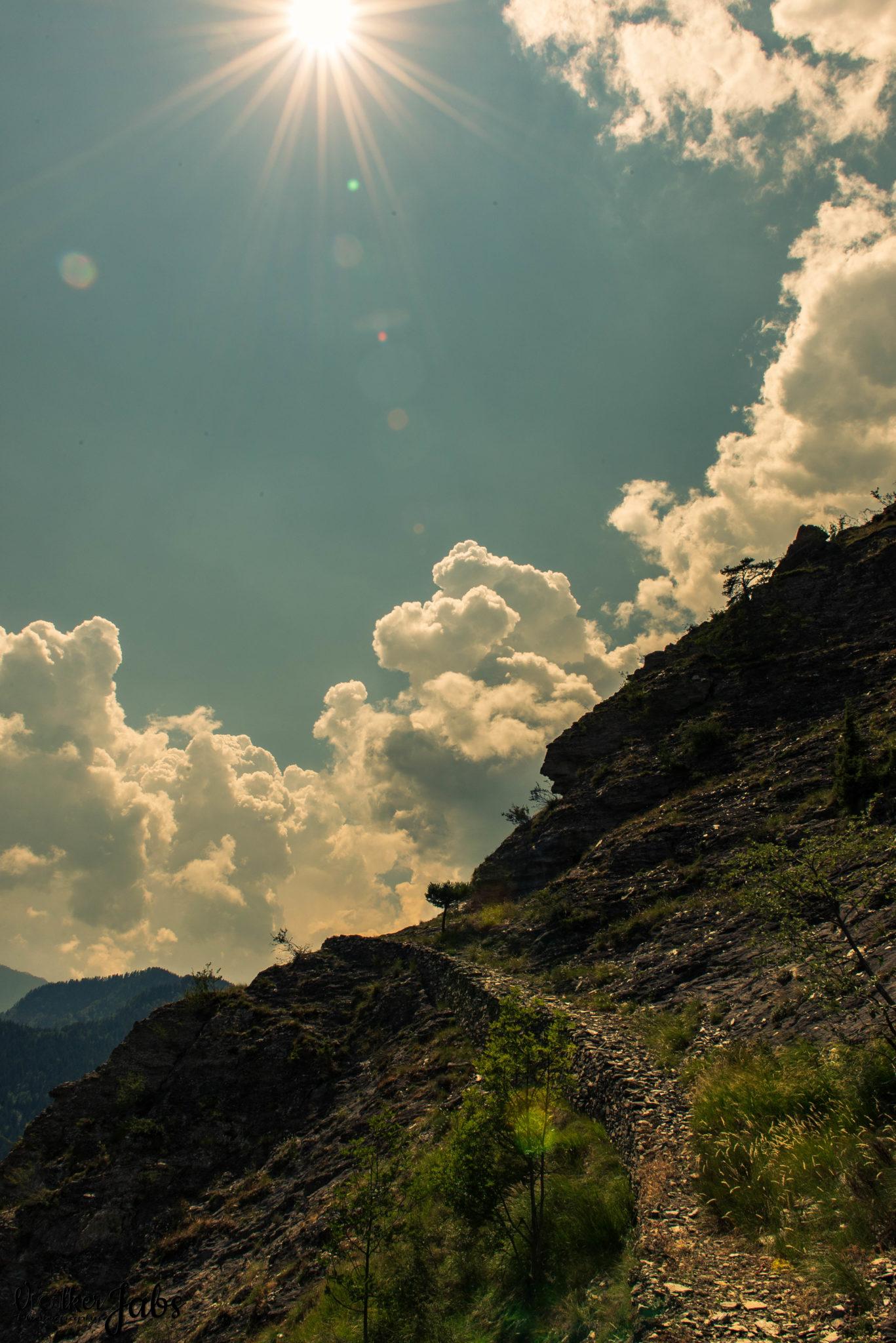 Wanderweg im Gegenlicht - Valle Maira